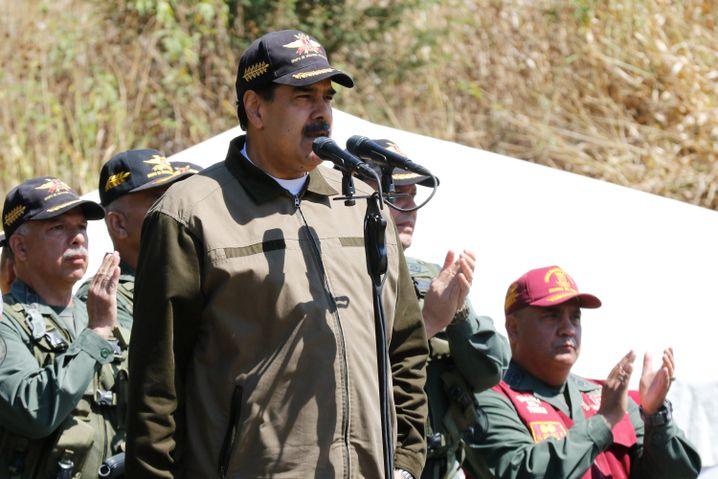 Venezuelas Präsident Nicolas Maduro spricht bei einer Militärübung