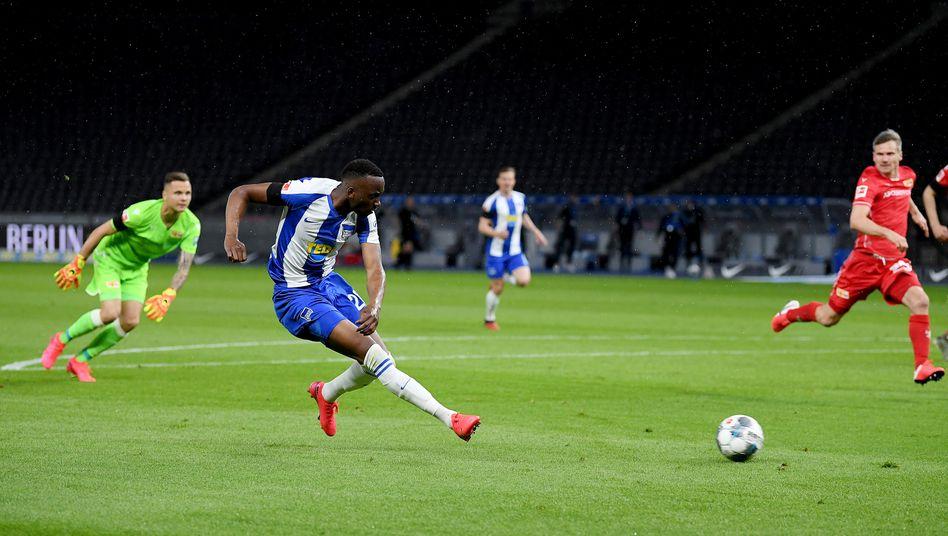 Dodi Lukebakio: Ballannahme, Kurve um den Keeper - 2:0