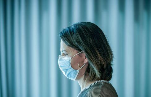 Grünenvorsitzende Annalena Baerbock mit Maske