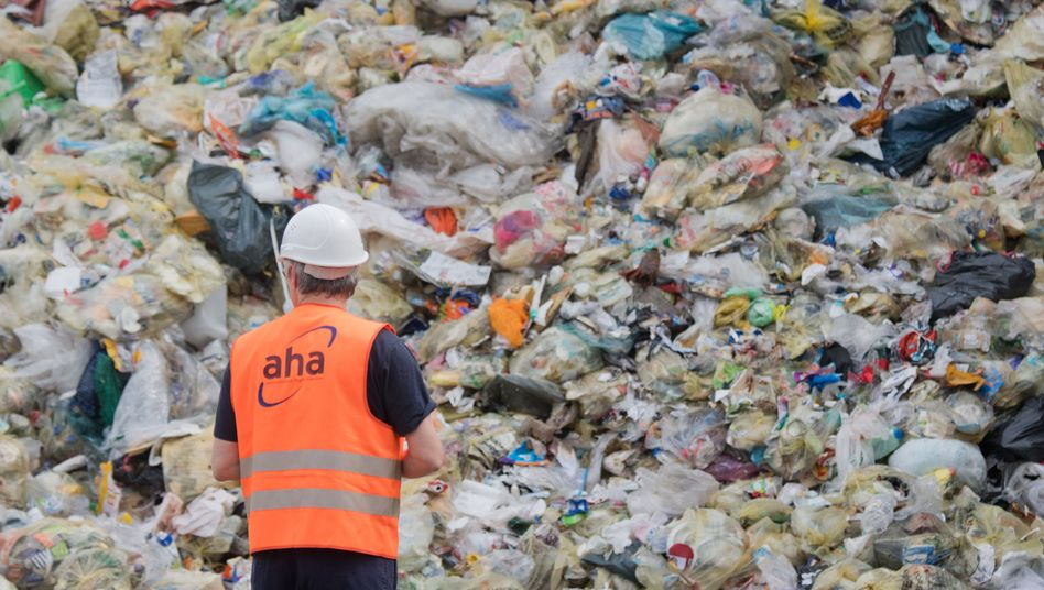 Verpackungsmüll auf Deponie in Niedersachsen (Archiv)