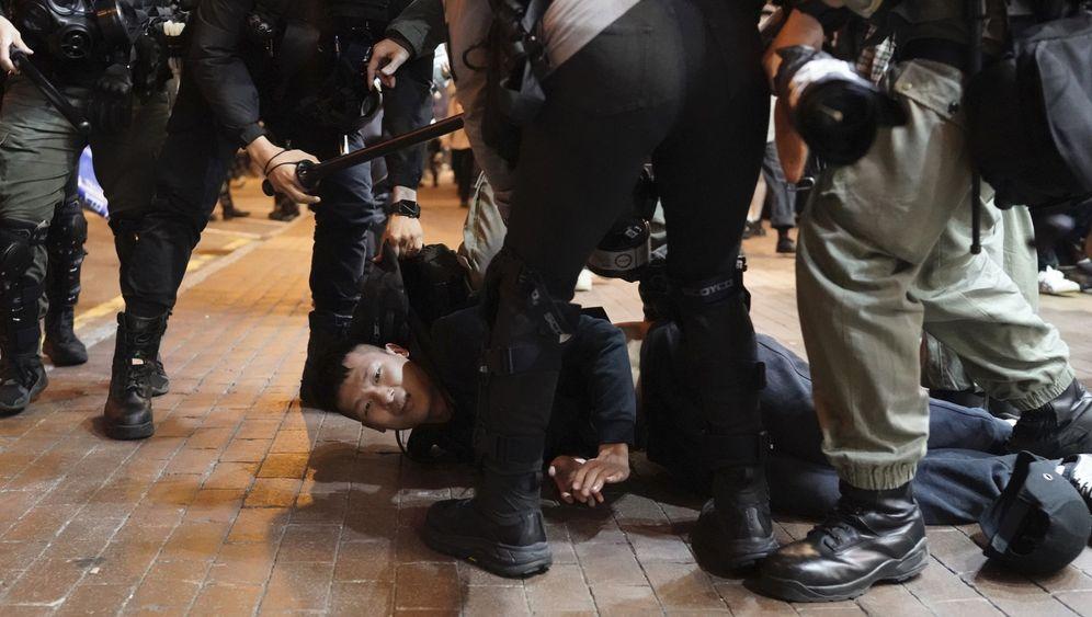 Demos in Hongkong: Pfefferspray und Tränengas am Weihnachtstag