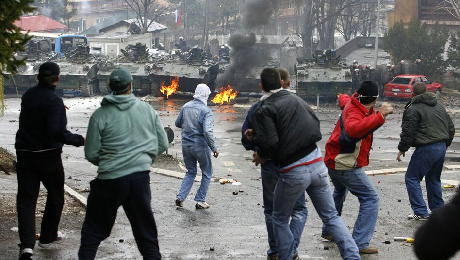 Serbs protesting in Mitrovica in the ethnically divided city of Mitrovica in Kosovo: Are we headed for another Big Bang?