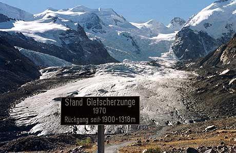 Geschrumpfter Morteratsch-Gletscher (in der Schweiz): Die Hälfte der Alpengletscher könnte schmelzen