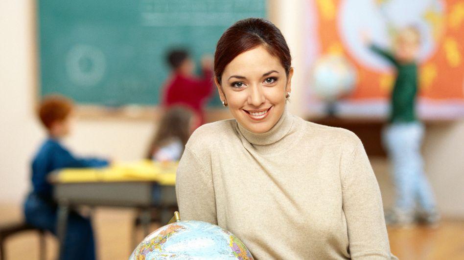 Zufriedene Lehrerin: Sind Lehrer weniger unglücklich als vermutet?