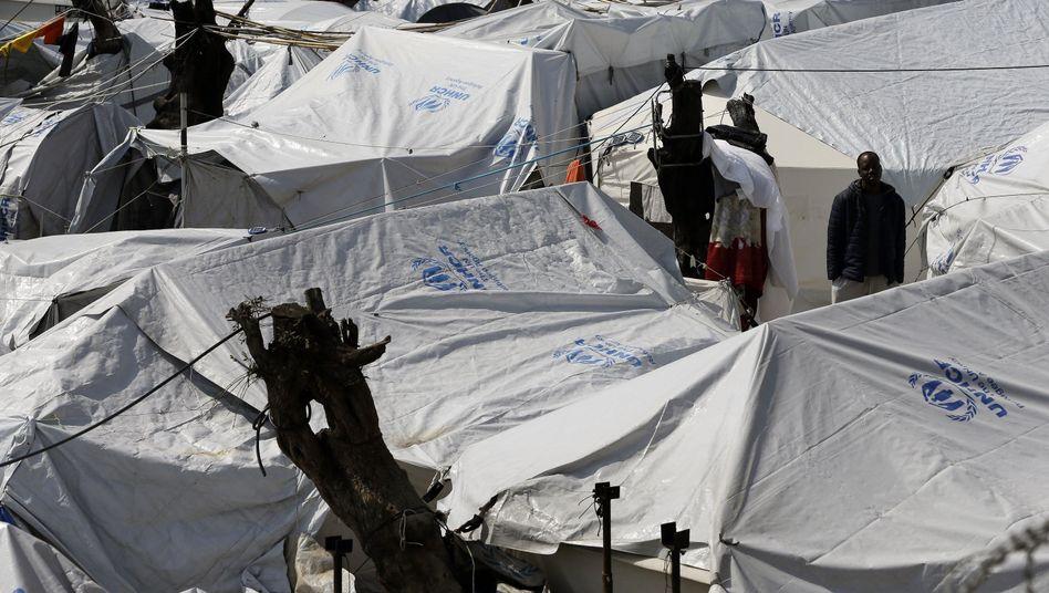Flüchtling in einem Auffanglager auf der griechischen Insel Lesbos