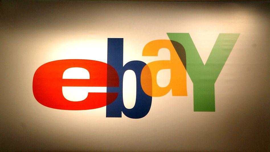 Das Ebay-Logo auf einem Messestand (Archivbild)