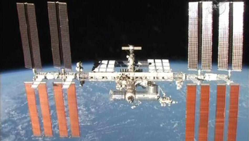 Raumstation ISS (Mai 2010): Schrott im Weg