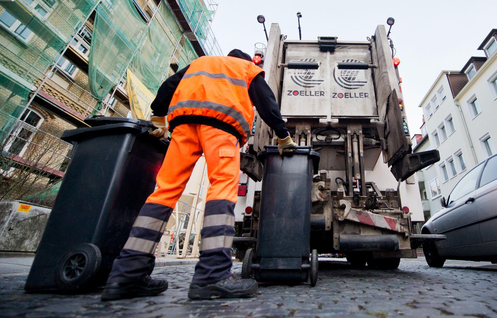 Müllabfuhr / Müllmänner / Müll / Mülltonnen