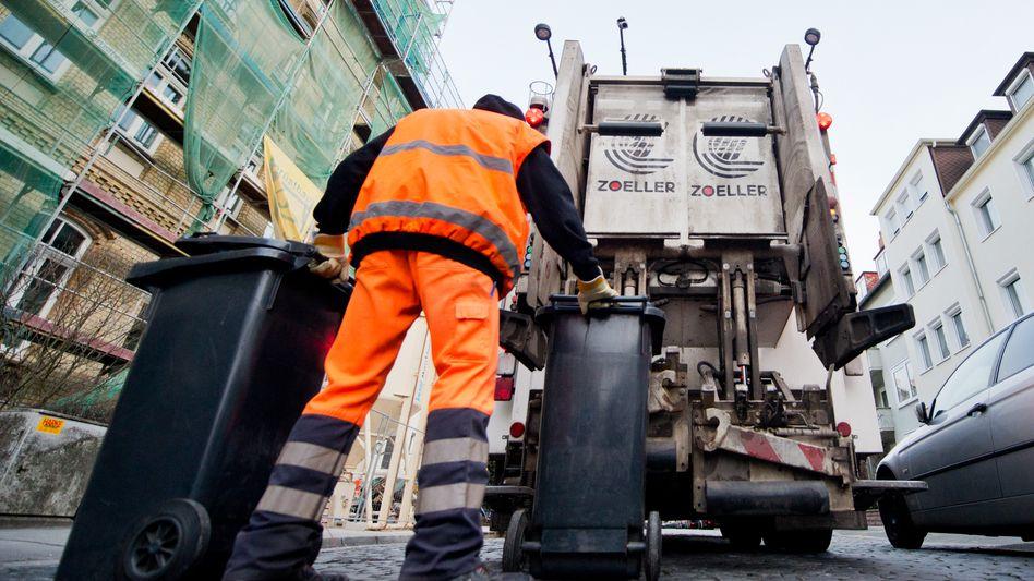 Mitarbeiter der Abfallwirtschaft Hannover (Archivbild): Knochenjob