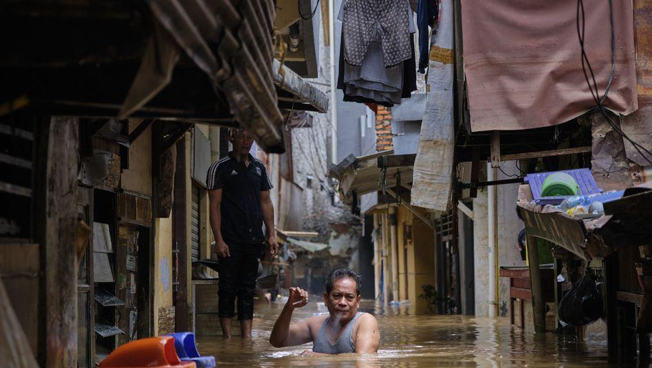 Überflutetes Wohnviertel in Jakarta: 400.000 Menschen in Notunterkünften