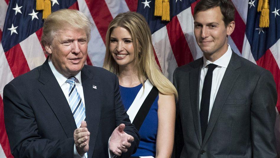 Trump mit Tochter Ivanka und Schwiegersohn Jared Kushner