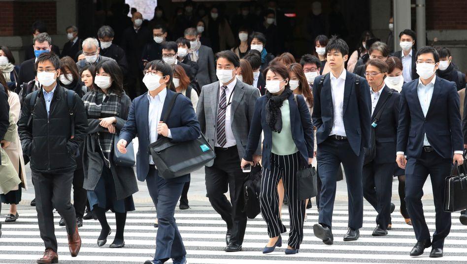 """Passanten in Tokio: """"Städte haben die Bereitschaft zur Kooperation stärker in ihrer DNA als Nationalstaaten"""""""