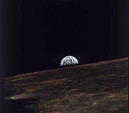 Mondsicht: Die Erde geht auf