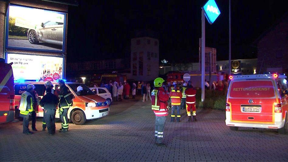 Rettungskräfte evakuierten den Swingerclub in Hattingen