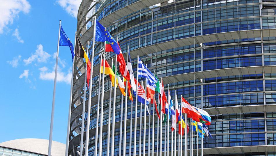 EU-Parlament in Straßburg: Die EU-Kommission hatte sich für eine Reduktion um mindestens 55 Prozent ausgesprochen