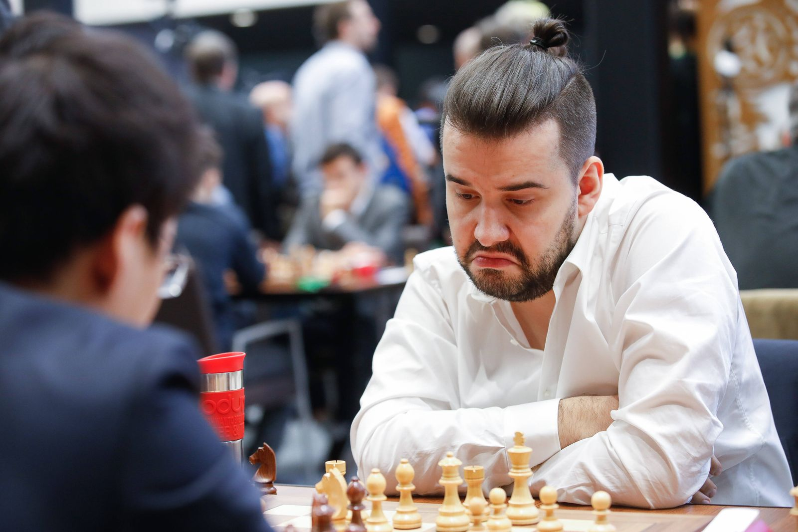 (191229) -- MOSCOW, Dec. 29, 2019 (Xinhua) -- Ian Nepomniachtchi (R) of Russia competes with Yu Yangyi of China in the