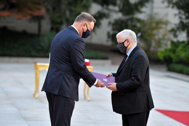 Wer ist hier der Chef? Präsident Andrzej Duda und Vizepremier Jarosław Kaczyński (r.)