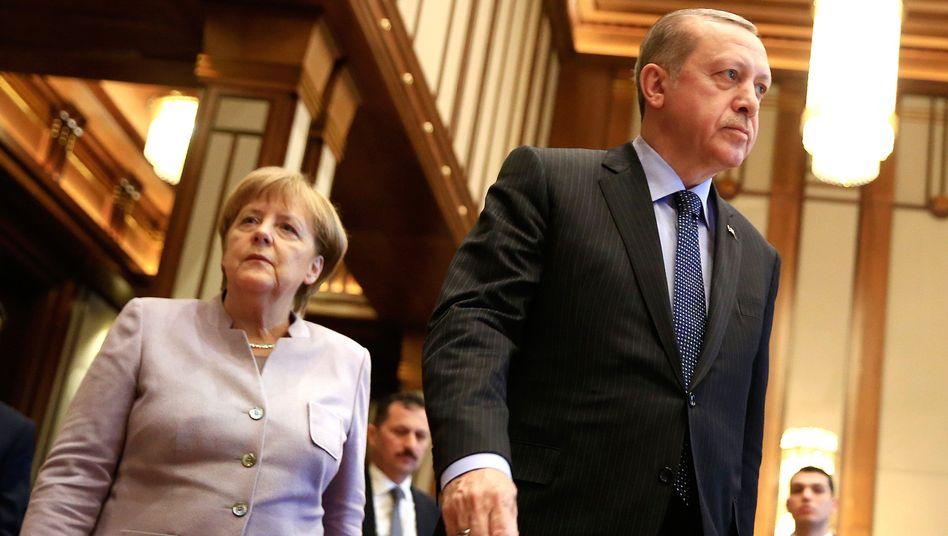Kanzlerin Merkel, türkischer Präsident Erdogan: Nebelkerzen aus Ankara