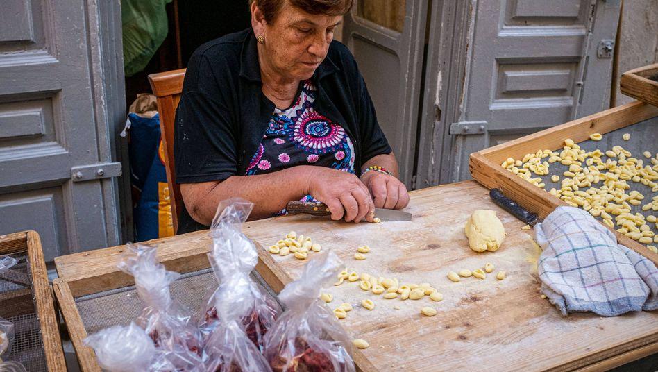 Pasta in Heimarbeit: Der Nudelzoff von Bari