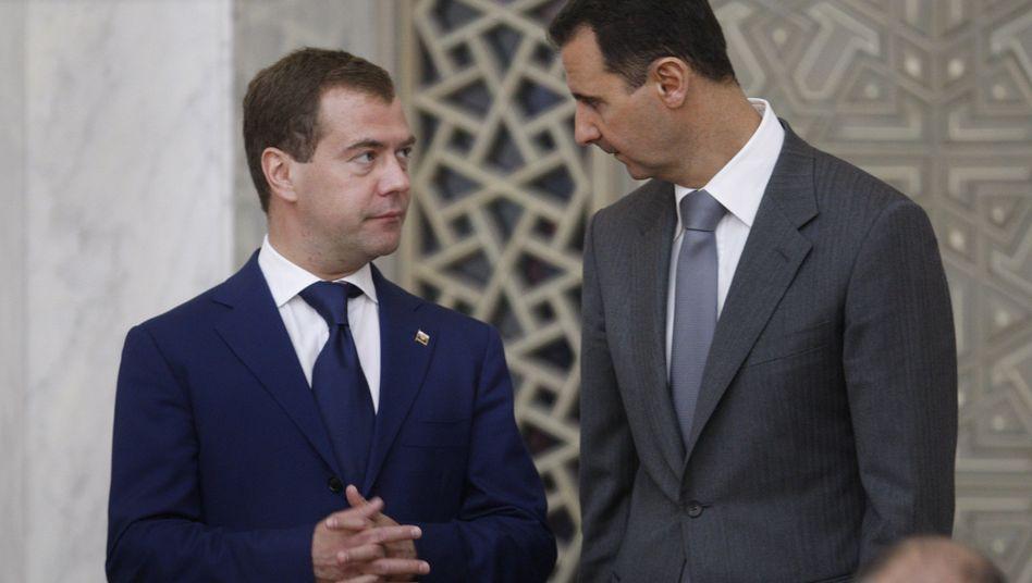 Präsidenten Medwedew, Assad (Archivaufnahme): Russland verstärkt Druck
