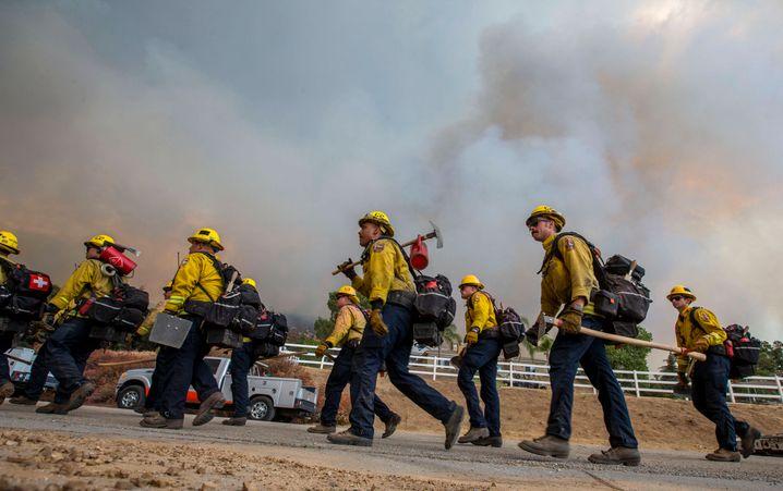 Feuerwehrleute im Einsatzgebiet: