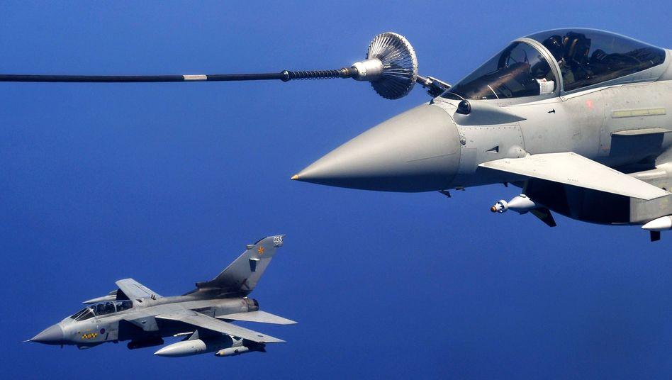 """Ein """"Eurofighter"""" der Nato beim Auftanken: Bündnis soll Einsatz verlängern"""