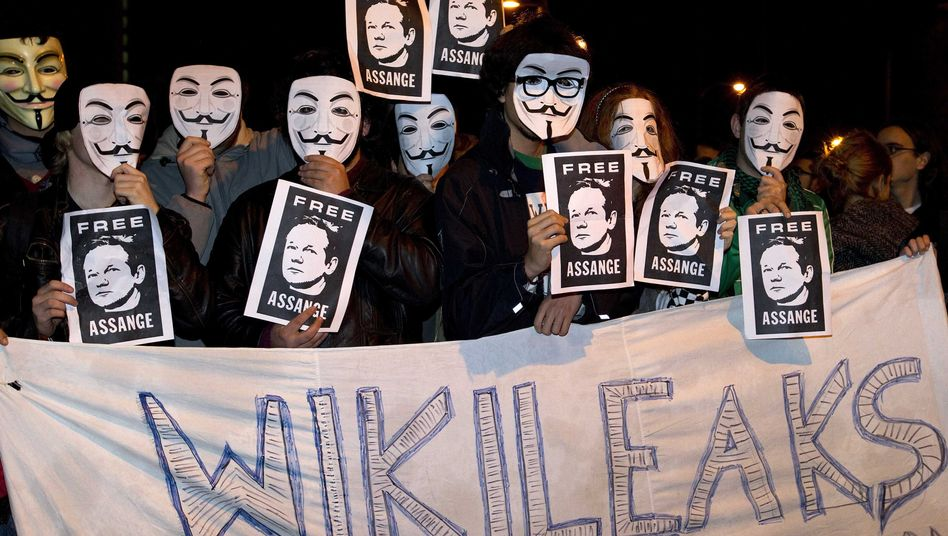 """A pro-WikiLeaks demonstration in Madrid on Saturday: """"Donations were never as strong as now."""""""