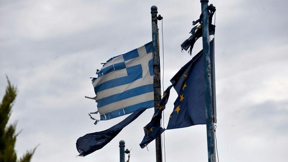 Flaggen in Athen: Hoffnungsschimmer für Griechenland