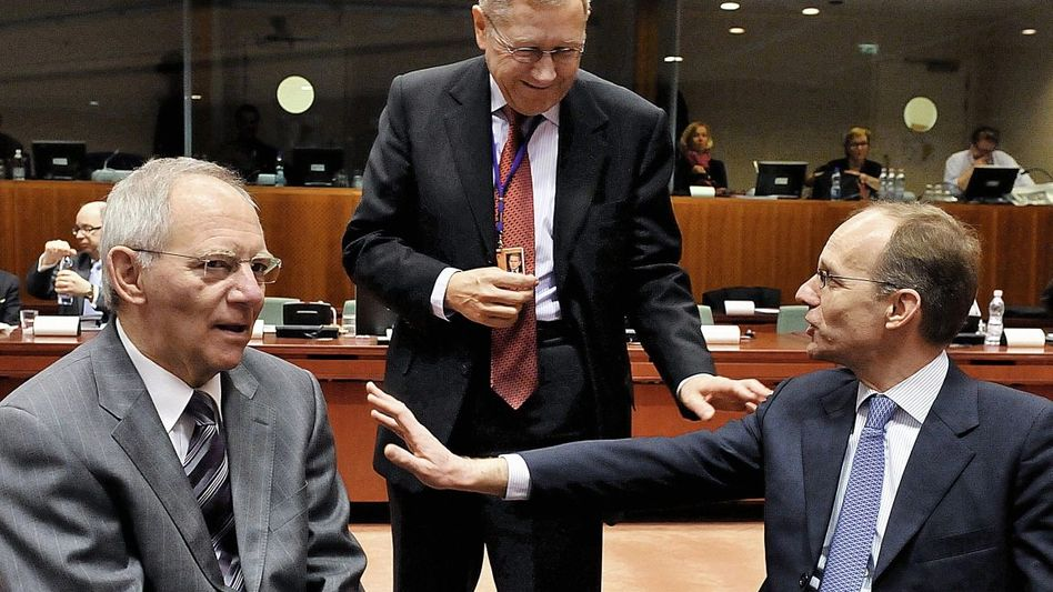Euro-Retter Schäuble, Regling, Frieden: Kampf den Widerspenstigen