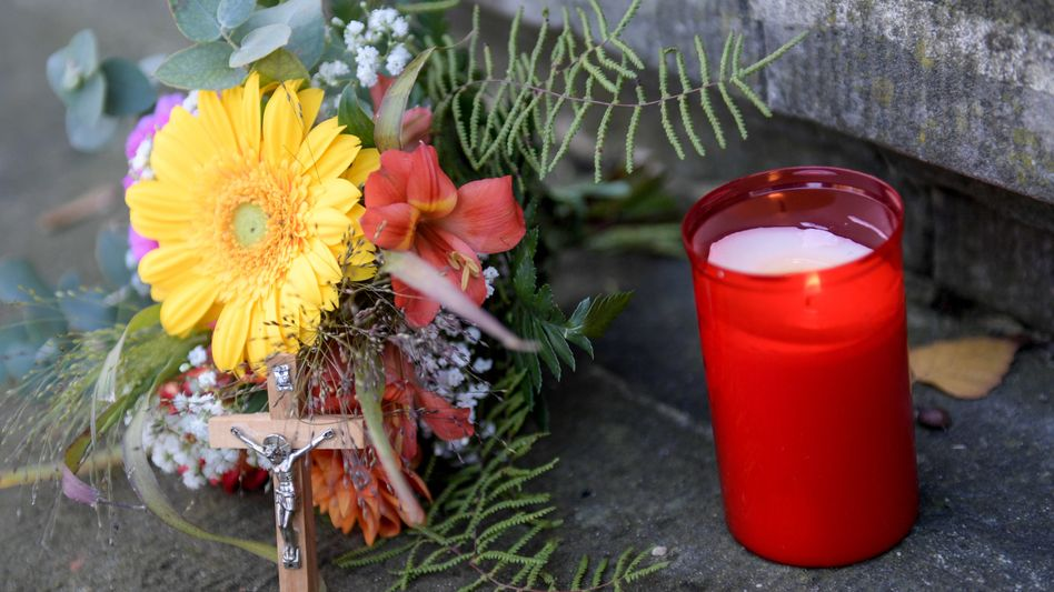 Vor dem Amtsgericht Harburg: Gedenken an Jonathan