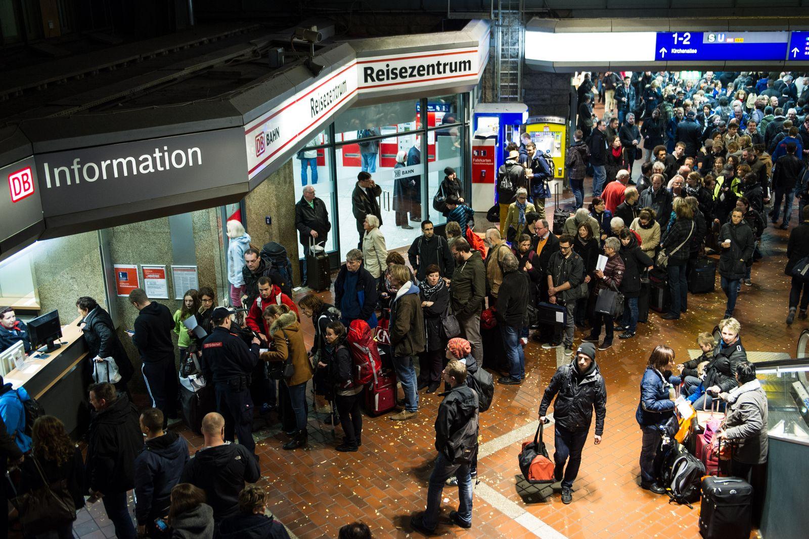 Orkantief/ Verkehrsbehinderung/ Deutsche Bahn