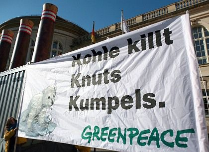 """Greenpeace is using Knut to promote its environmental agenda. The anti-fossil fuel slogan reads """"Coal Kills Knut's Chums."""""""