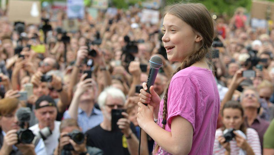 Tausende Schüler demonstrieren mit der schwedischen Klimaaktivistin Greta Thunberg in Berlin