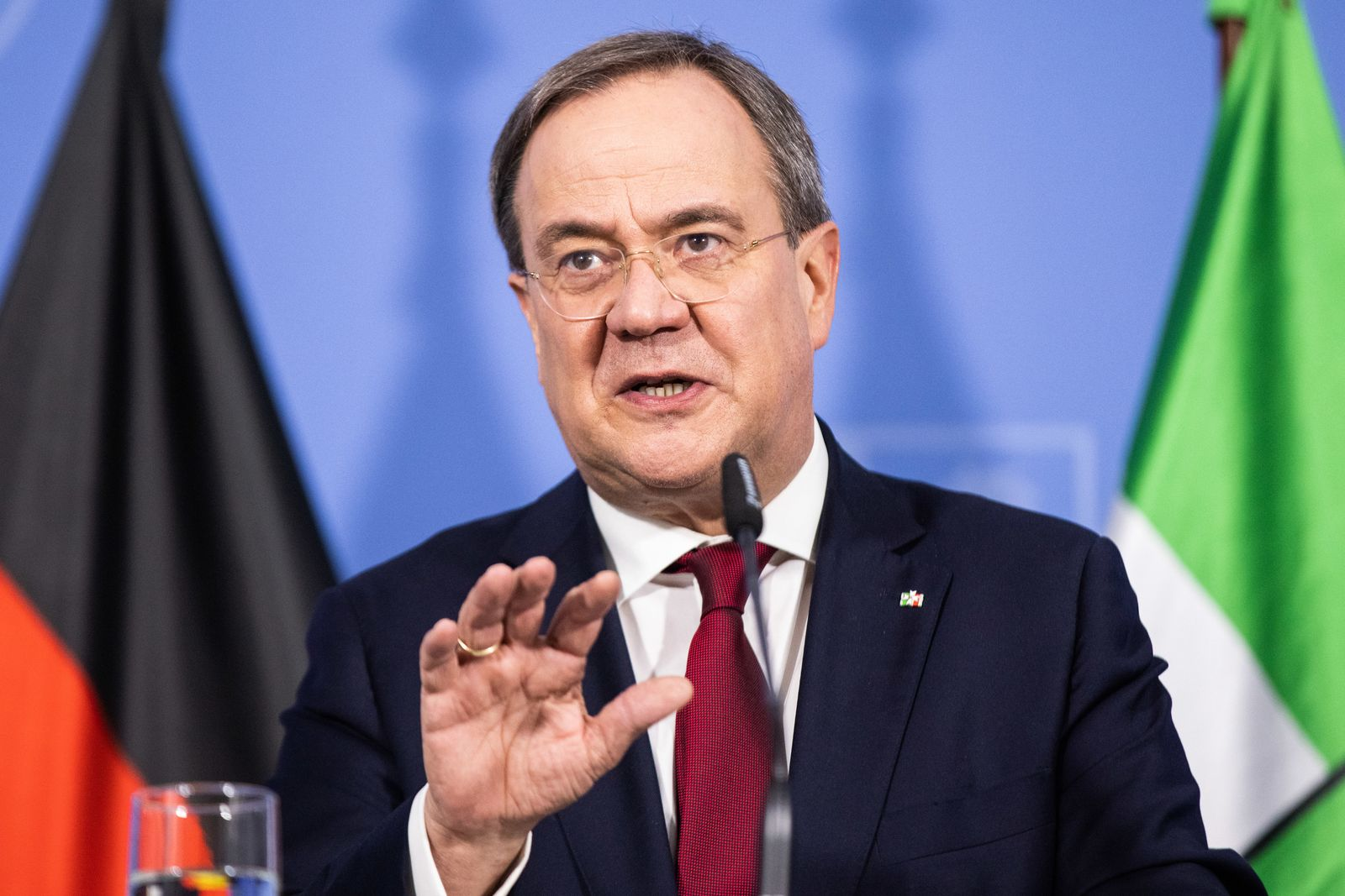 Ministerpräsident Laschet fordert neue Corona-Konzepte