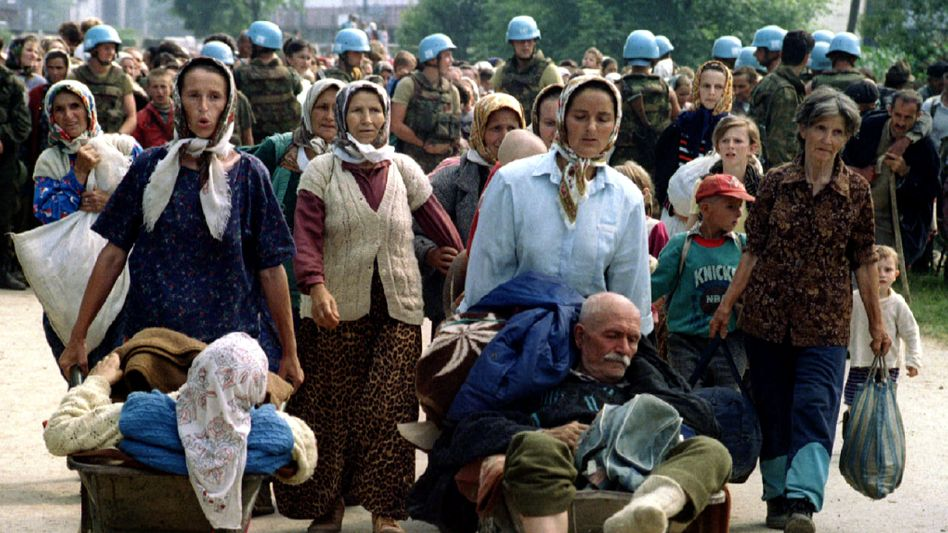 UN troops evacuating refugees in 1995 in the Balkans