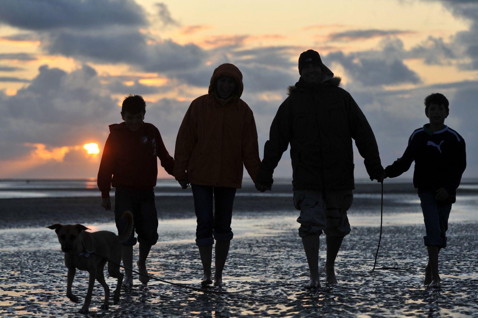 Familienspaziergang an der Nordsee