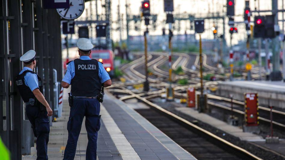 Polizisten am Frankfurter Hauptbahnhof