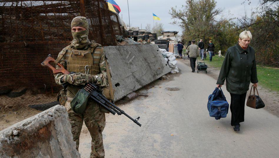 Ukrainischer Soldat in der Region Luhansk (Oktober 2016)