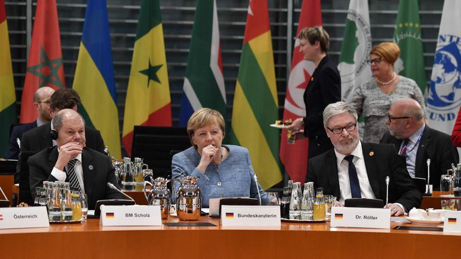 Angela Merkel und Vizekanzler Olaf Scholz (v.l.) bei der Afrikakonferenz