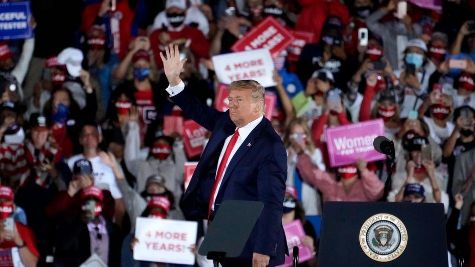 Donald Trump nach seinem Auftritt in Macon, Georgia