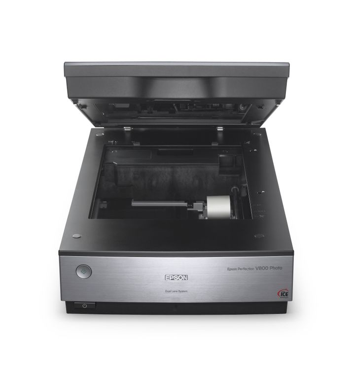 Flachbettscanner wie der Epson Perfection V800 eignen sich auch zur Digitalisierung von Negativen und Dias.