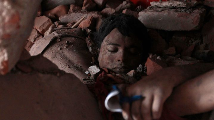 Photo Gallery: Sifting through the Rubble in Dhaka
