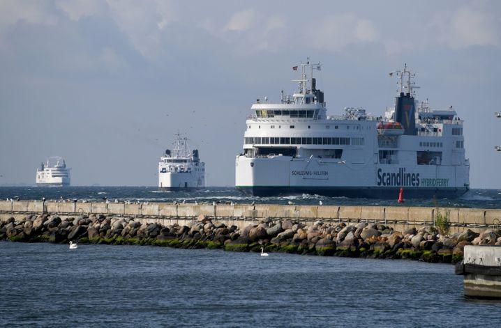 """Scandlines-Fähre """"Schleswig-Holstein"""" auf dem Weg nach Rødby"""