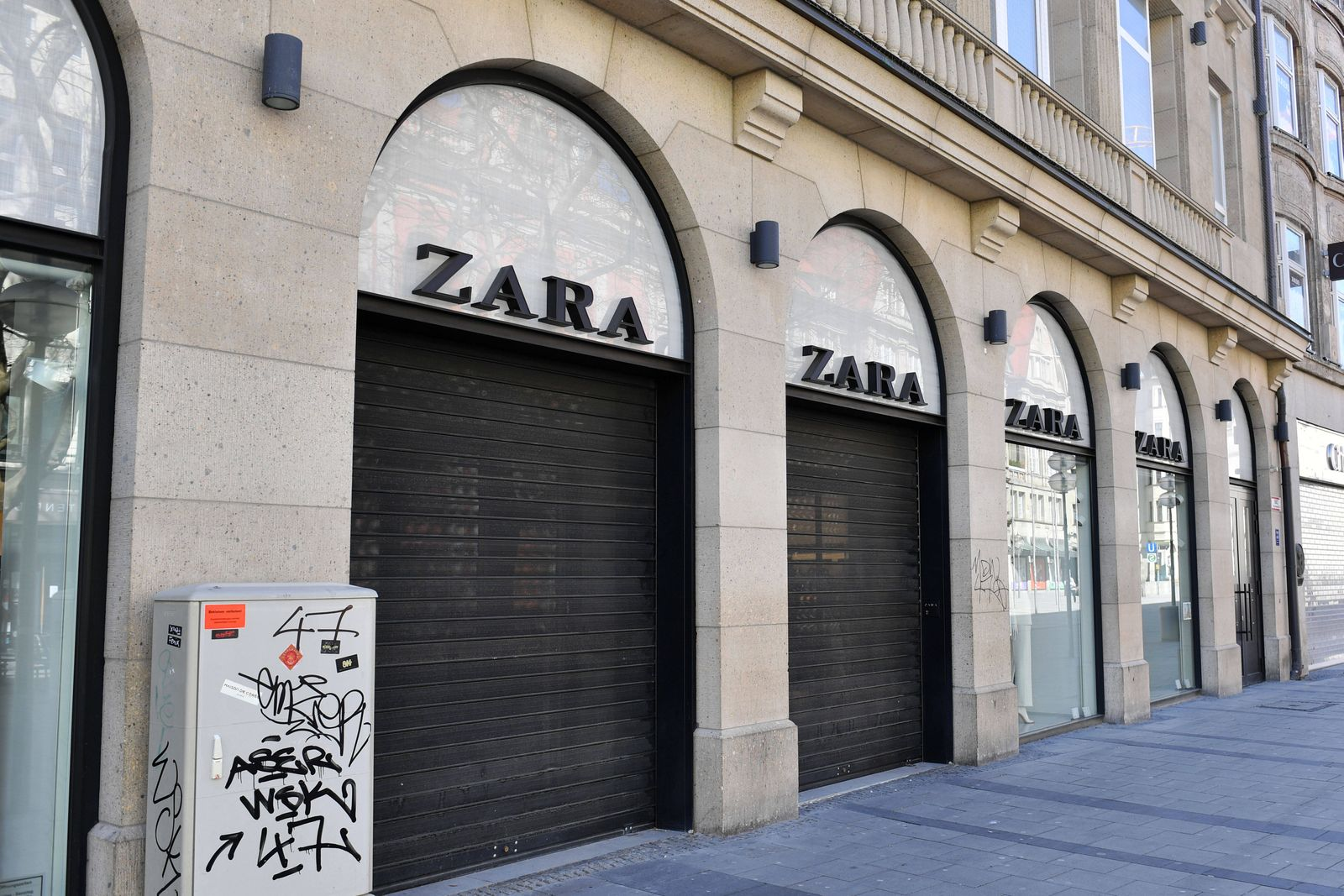 Geschlossenen ZARA Filiale in der Neuhauser Strasse / Fussgaengerzone in Muenchen am 05.04.2020. Eingang,Eingangsbereich
