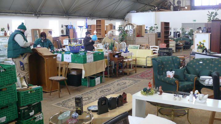 Arbeiten im Sozialkaufhaus: Von der Tasse bis zur Schrankwand