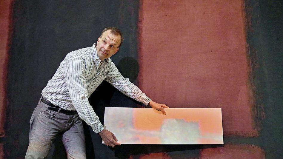 Laserphysiker Stenger beim Vorführen der Lichtrestaurierung: Kann Farbe so sehr täuschen?