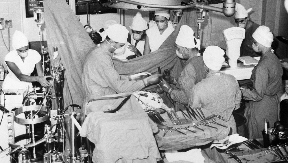 Christiaan Barnard: Der Starchirurg, seine Karriere, seine Affären
