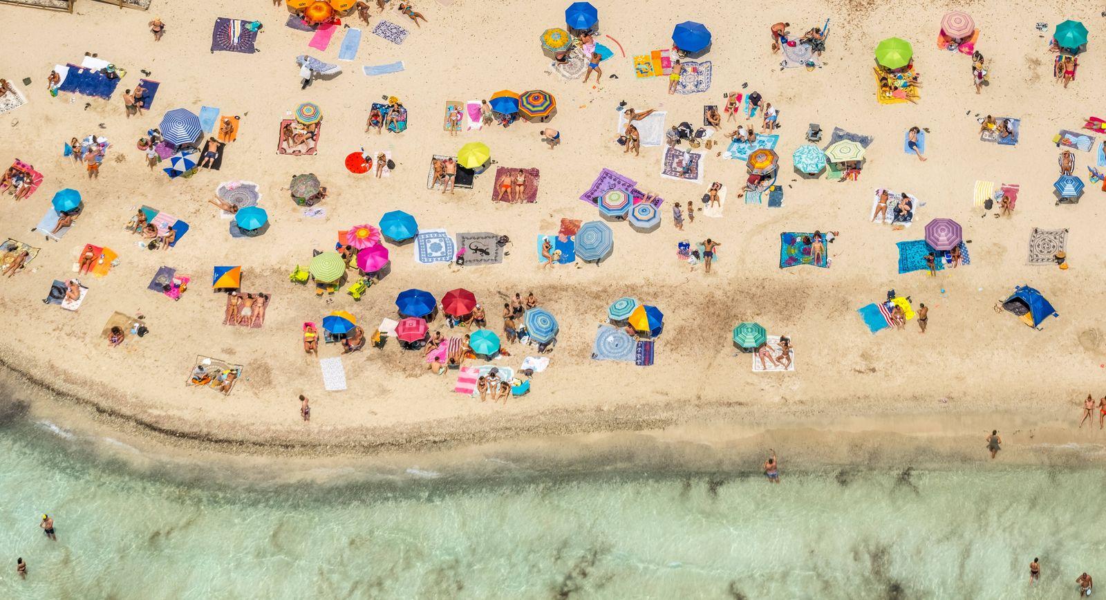 Luftbild, Strandleben am Platja Des Trenc, Sandstrand, Europa, Baleares, Spanien !ACHTUNGxMINDESTHONORARx60xEURO! *** A