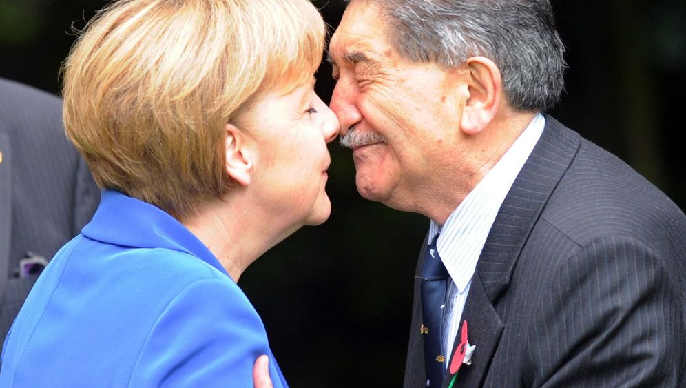 Merkel in Neuseeland: Streicheleinheiten für den Kiwi