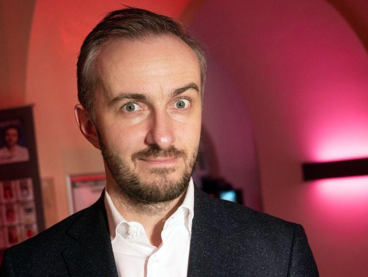 Jan Böhmermann bei einer Preisverleihung 2019: Kritik an Facebooks Mikrotargeting